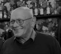 Életének 70. évében, hosszas betegség után elhunyt Neumann László